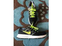 Boys Nike downshifter 6 trainers