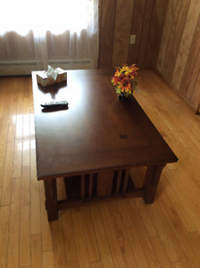 BEAUTIFUL COFFEE TABLE FOR SALE!