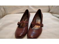 Brown Leather Clarks Womens Shoes Size 5