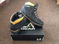 LA Gear boots size 9