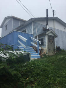 beautiful 3 bedroom house,on 7 acers land, semi-ocean front