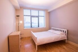 Beautiful and clean room with friendly people in the house in Streatham