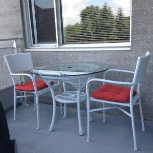 Ensemble table et chaises pour l'extérieur