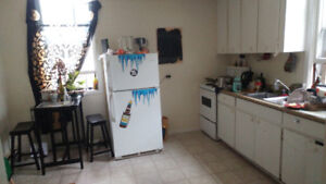 2 BR apt! 10 minute walk to downtown