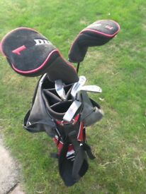Men's Dunlop Attack Right handed golf clubs with bag.