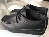 Boys/men's McKenzie black shoes trainers 👟 school
