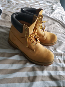 Selling Timberland Boots Comes with free cleaner