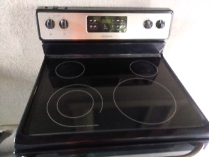 Fridgidaire stove  stainless steel with warranty