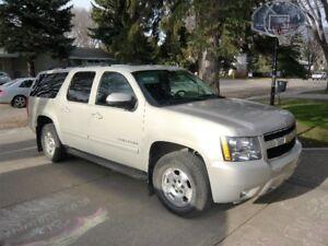 2010 Chevrolet Suburban LT - PRICE REDUCED TO $16000 OBO!