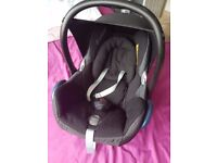 Maxi-Cosi Cabriofix car seat - 2 ISO FIX bases and Bugaboo clips