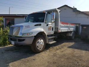 2009 International Roll off / dump truck