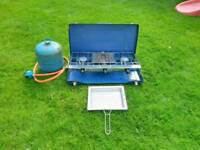Camping 2 burner stove with gas bottle
