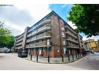 Three double bedroom flat moments from Bethnal Green Underground and Shoreditch LT REF: 4580837