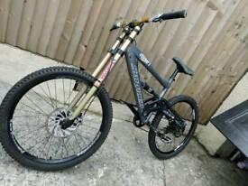 Saracen downhill bike full suspension