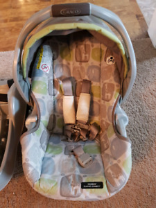 Graco car seat and base with bundle me bag