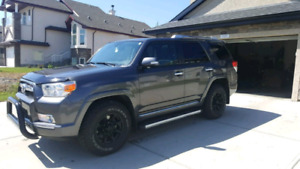 2012 Toyota 4Runner Limited - Low KMs