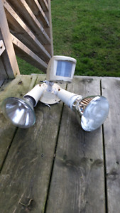 FREE - Used motion sensor outdoor light (working condition)