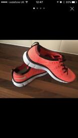 Brand new Nike Flyknit 5.0 size 5