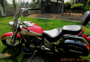 YAMAHA VSTAR 650 RED & SILVER IMMACULATE PRICED TO SELL