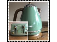 Delonghi Icona Vintage kettle and toaster set, great condition, cost £160 new