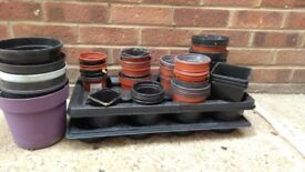Plastic plant pots various sizes all used.