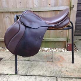 Stubben jump Saddle Brown medium 17.5 inch