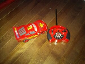 Remote controlled vehiculLightning McQueen voiture telecommandee
