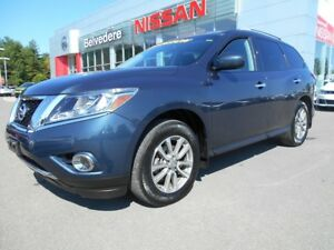 2016 Nissan Pathfinder SV 4WD 7 PASSAGERS