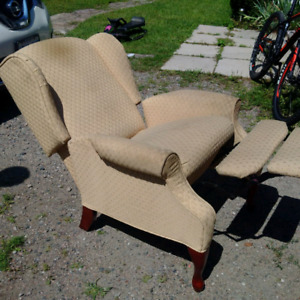 2 lazy boy wing back recliner chairs 75 each obo