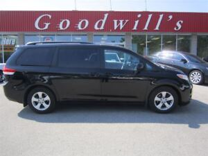 2014 Toyota Sienna LE! 8 PASSENGER! BLUETOOTH!