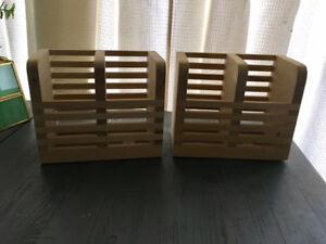 2 utensil holders