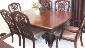 EXTENDABLE DINING TABLE SET $900