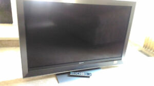 Selling 52inch LCD Sony TV ($310)