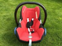 Maxi Cosi Car Seat and Easyfix Base