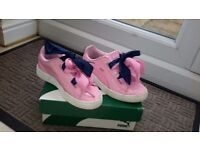 GIRLS PUMA TRAINERS IN GOOD CONDITION. SIZE 12