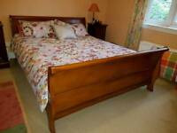 Sleigh bed king size