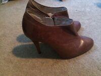 Ladies shoe/boots, autograph.