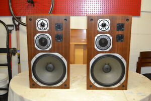 Yamaha Vintage NS - 690 Speakers