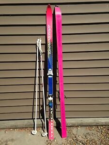 Downhill skis with poles