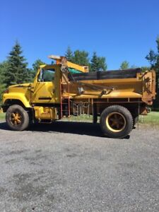 1986 International 2500 series DT466