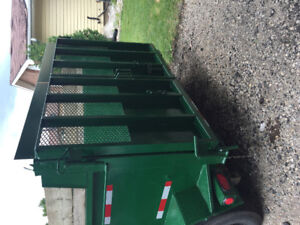 Triaxle dump trailer