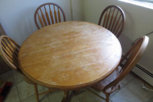 Solid wood dinette sets good condition - Moving Sale