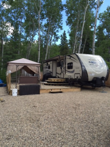 EMMA LAKE PRACTICALLY BRAND NEW 2015 TRAILER FOR SALE