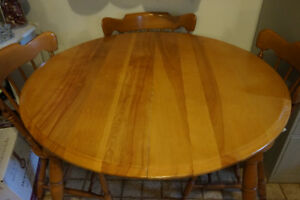 Solid wood Maple Table 4 chairs Table en bois solid 4 chaises
