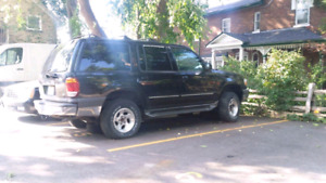 2001 Ford Explorer 4x4 no rust! In great shape- $850 obo