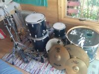 6 Piece Drum Kit: Drum World UK Stage Master Special Edition & Cymbals, hardware.