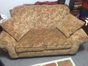 Lovely couch - great condition.