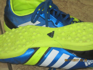 OUT DOOR ADIDAS SOCCER SHOES.