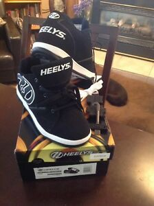Youth size 7 brand new Heelys