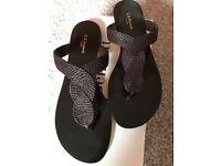 NEW LK Bennett Ladies Toe Bar sandals Size 5.5
